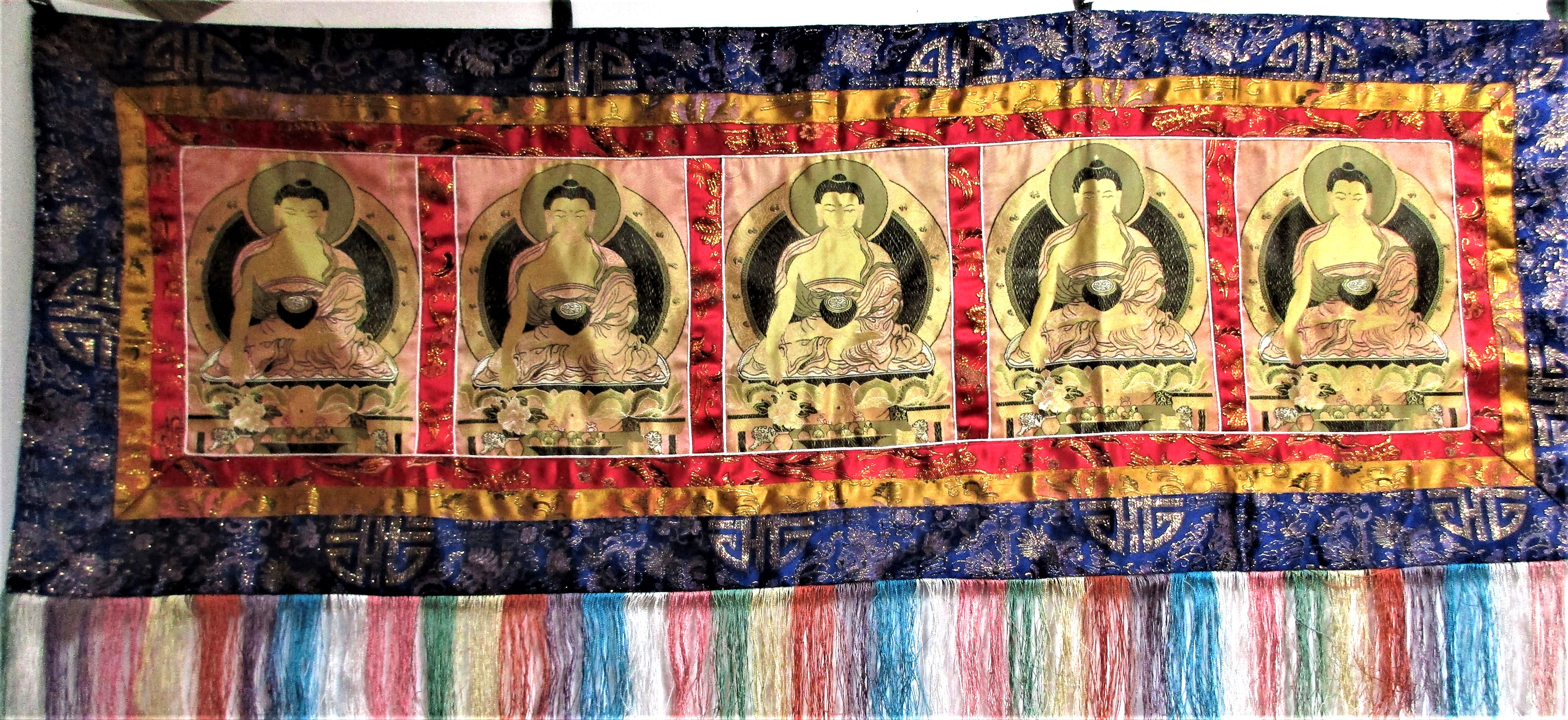 Buddha hanging of 5 painted and printed Buddha, Chinese machine embroidery in metal round edges