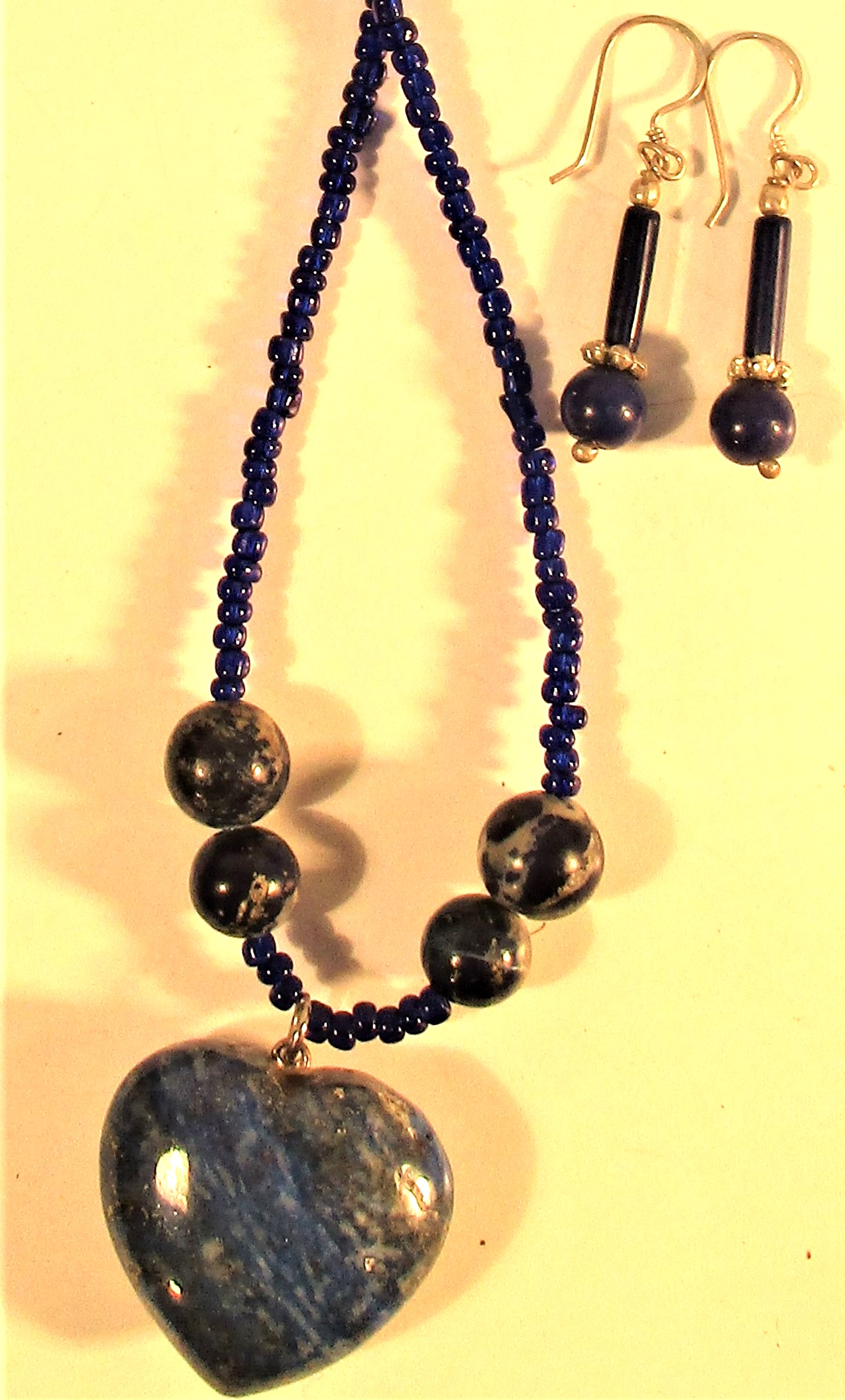 Lapis lazuli necklace with heart shaped pendant, black beads and pair of lapis stone earrings - Image 2 of 2
