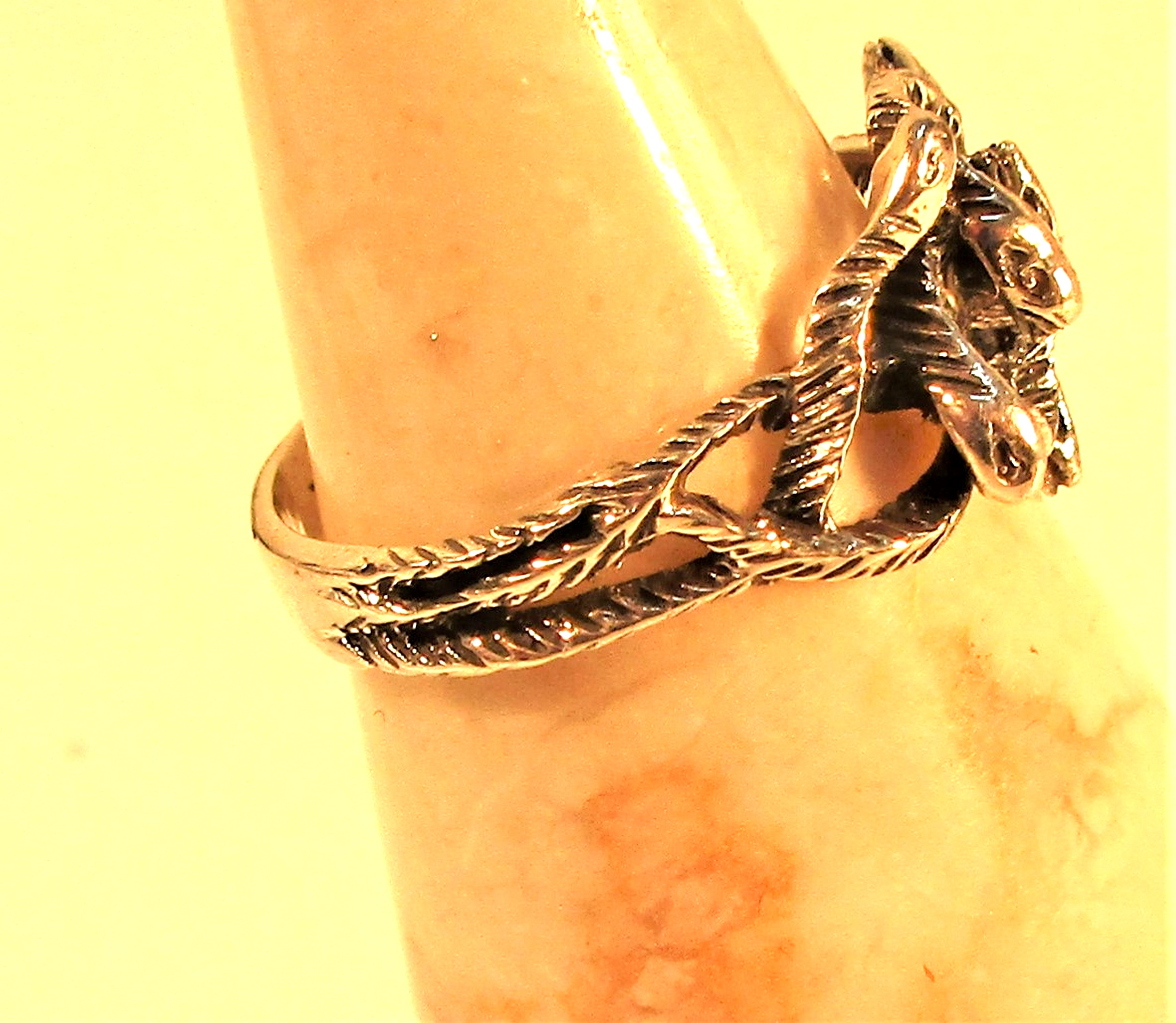 Cast white metal ring of twisted snakes. - Image 2 of 2