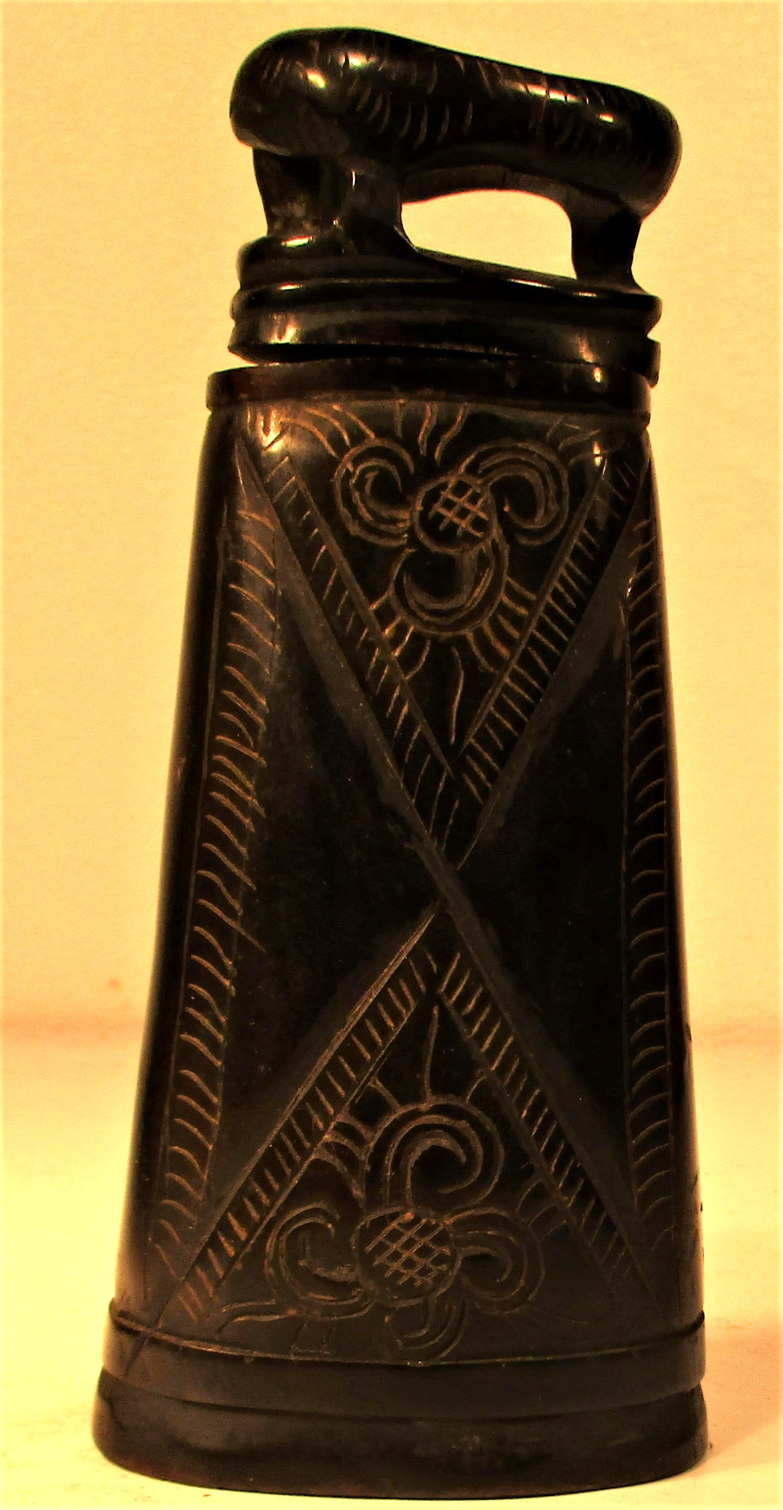 Horn ignition powder container, Torba Batak. Made from water buffalo horn.15 x 7cm. Late 20th c.