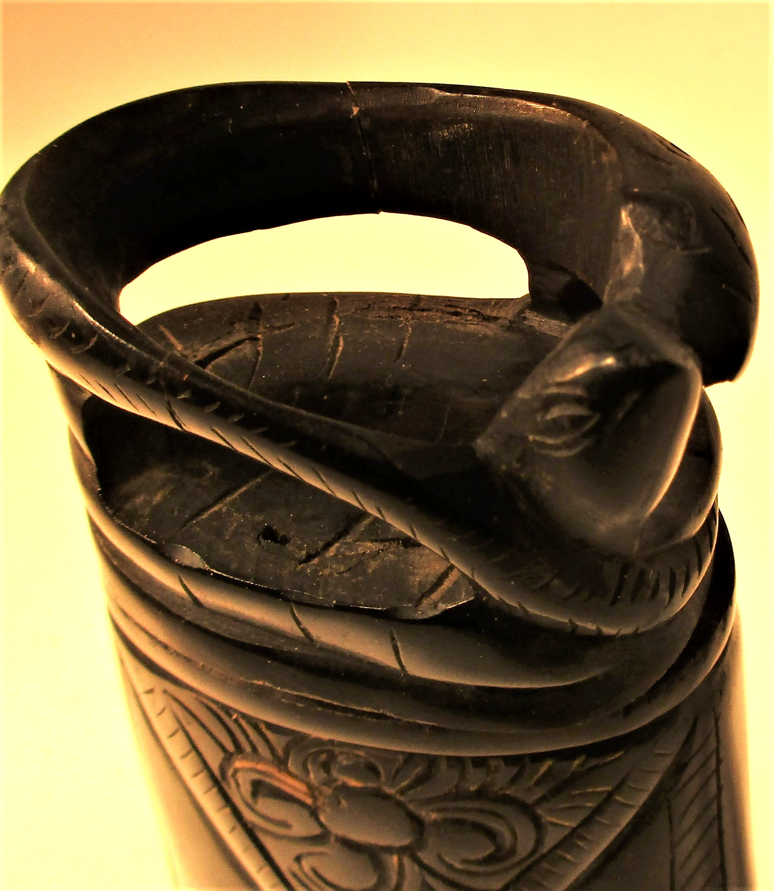 Horn ignition powder container, Torba Batak. Made from water buffalo horn.15 x 7cm. Late 20th c. - Image 4 of 4