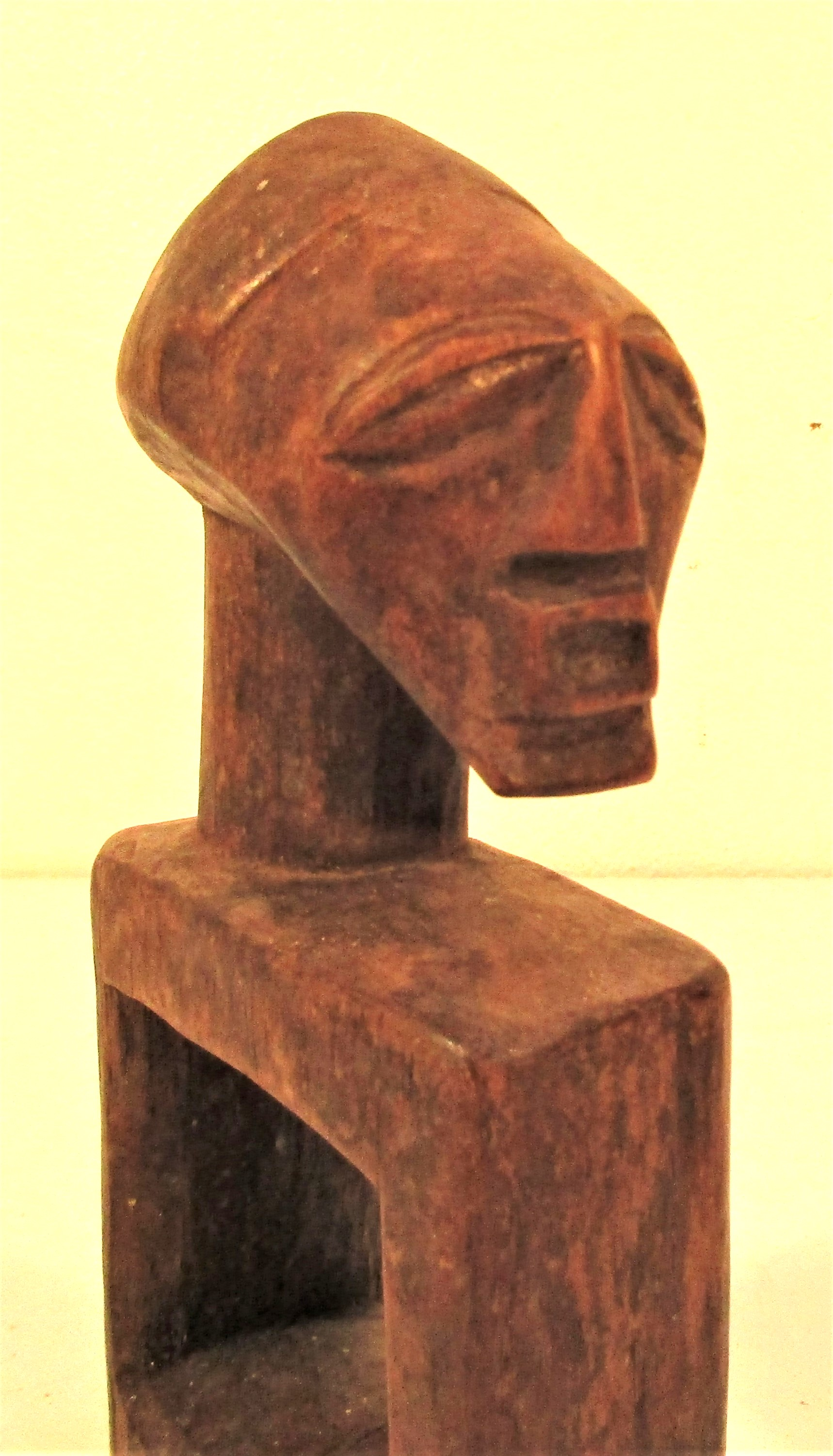 Head rest. We bought this in Stonetown, Zanzibar. 20 x 10cm. Late 20th c. - Image 4 of 4