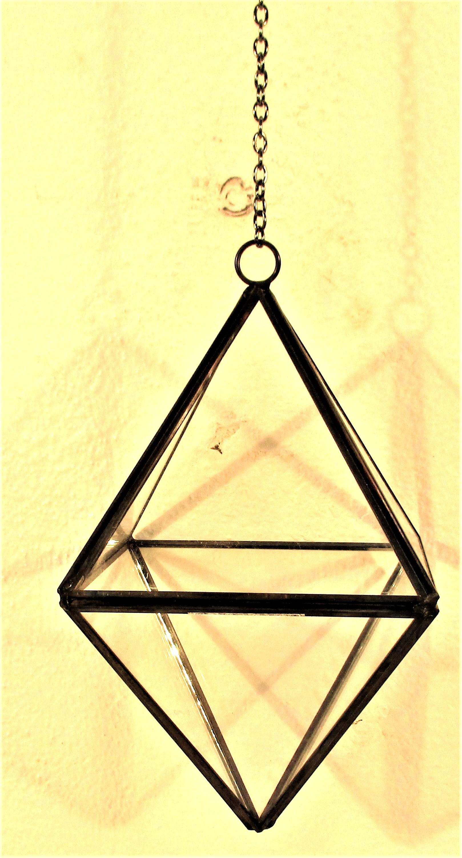 Metal and glass hanging terrarium. An octogen pyramid shape. 15cm + chain. New