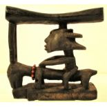Head rest. Although we also bought this in Zanzibar, it originates from Kenya. 20 x 20cm. Late