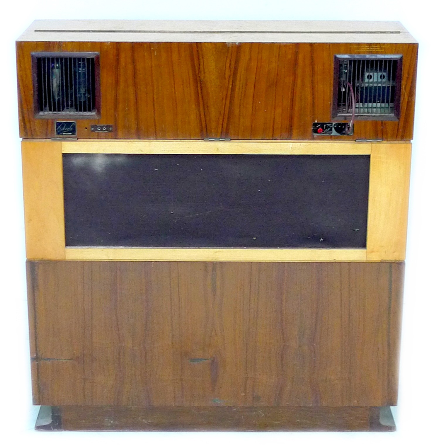 A vintage 'Decola' radiogram, by The Decca Record Company Limited, Rd. Desn. 844055, 'Decola' No. - Image 6 of 9