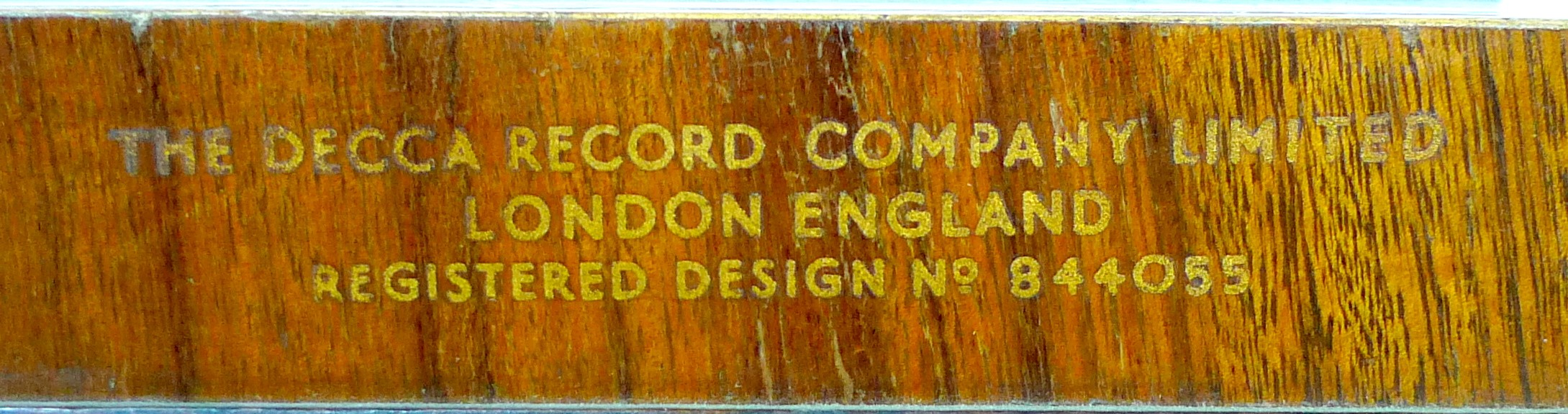 A vintage 'Decola' radiogram, by The Decca Record Company Limited, Rd. Desn. 844055, 'Decola' No. - Image 9 of 9