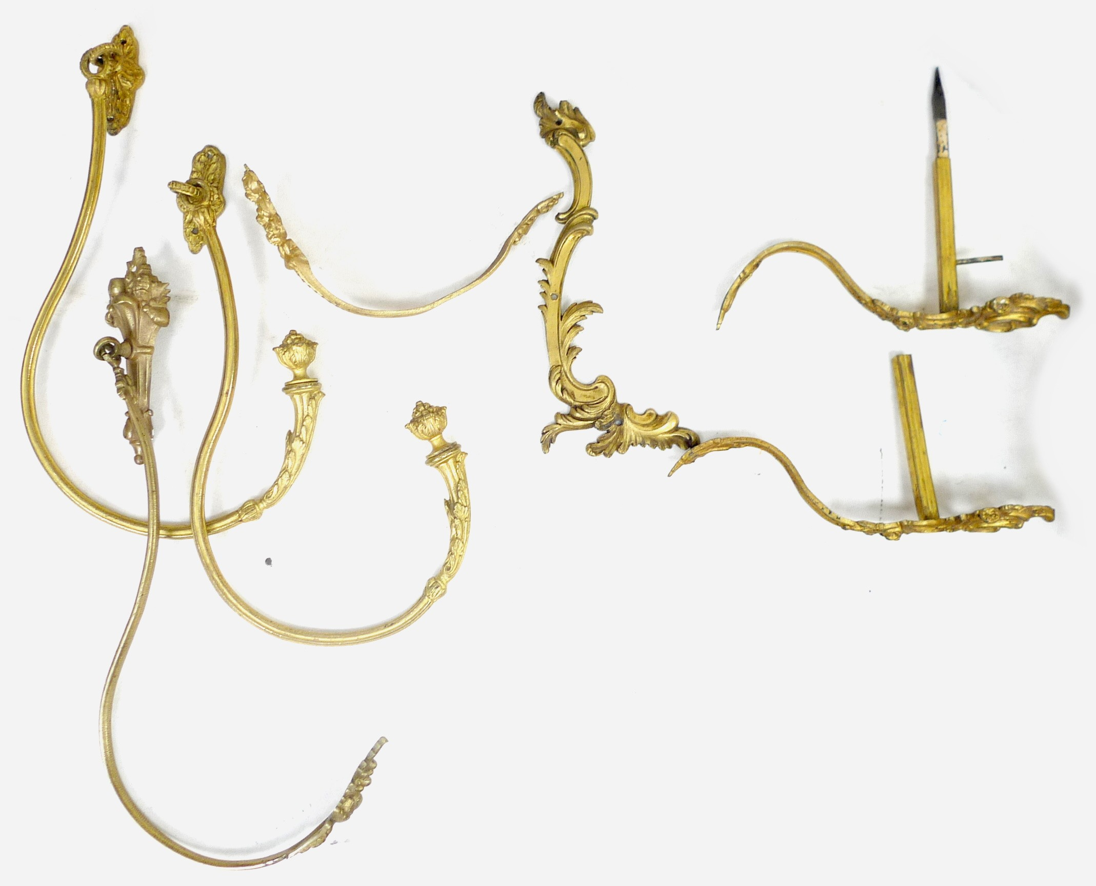 A group of brass curtain rails and curtains, including a pair of rails with pineapple finials and - Image 5 of 6