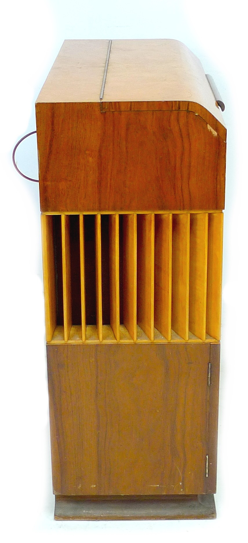 A vintage 'Decola' radiogram, by The Decca Record Company Limited, Rd. Desn. 844055, 'Decola' No. - Image 5 of 9