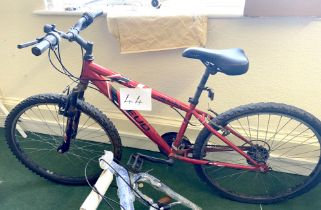 An Apollo Feud red painted gent's mountain bike, with front suspension.