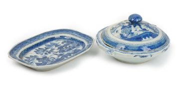A Canton blue and white export warming plate and a cover, 19th century,