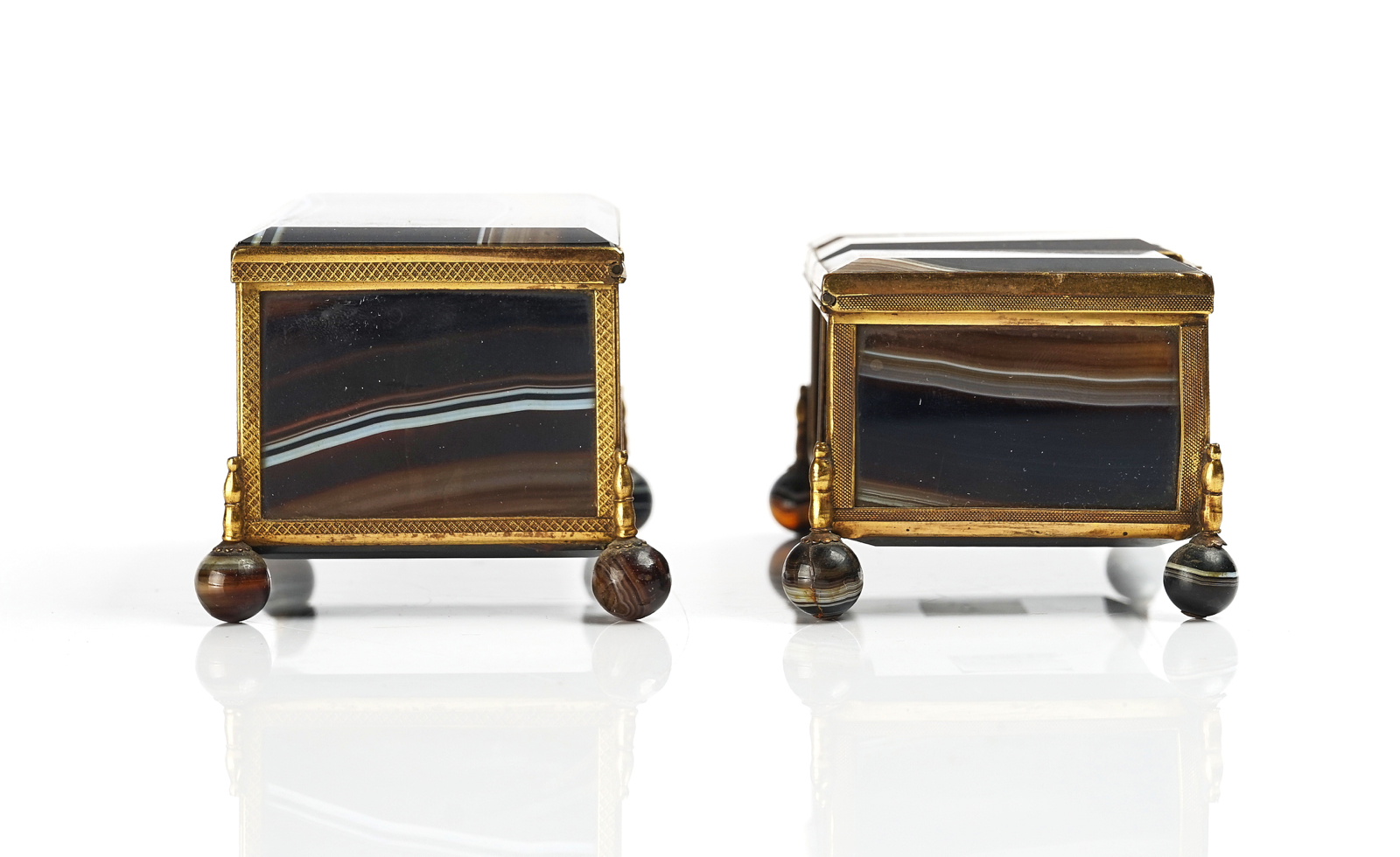 A VICTORIAN ROYAL PRESENTATION FRENCH ORMOLU MOUNTED AGATE CASKET AND ANOTHER SIMILAR - Image 2 of 5