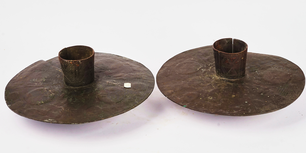 A PAIR OF NIGERIAN BRASS OGBA ANKLETS - Image 6 of 6