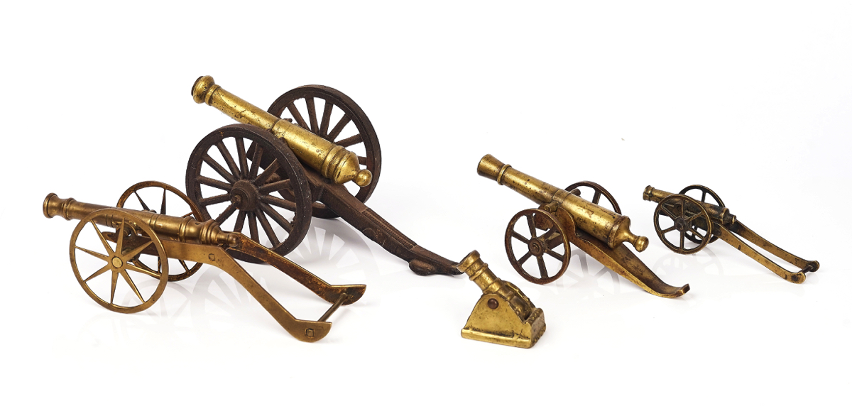 FOUR BRASS MODEL FIELD GUNS AND A MORTAR - Image 2 of 3
