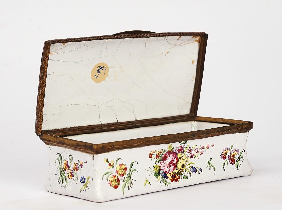 A BIRMINGHAM OR SOUTH STAFFORDSHIRE ENAMEL TOBACCO BOX - Image 4 of 4