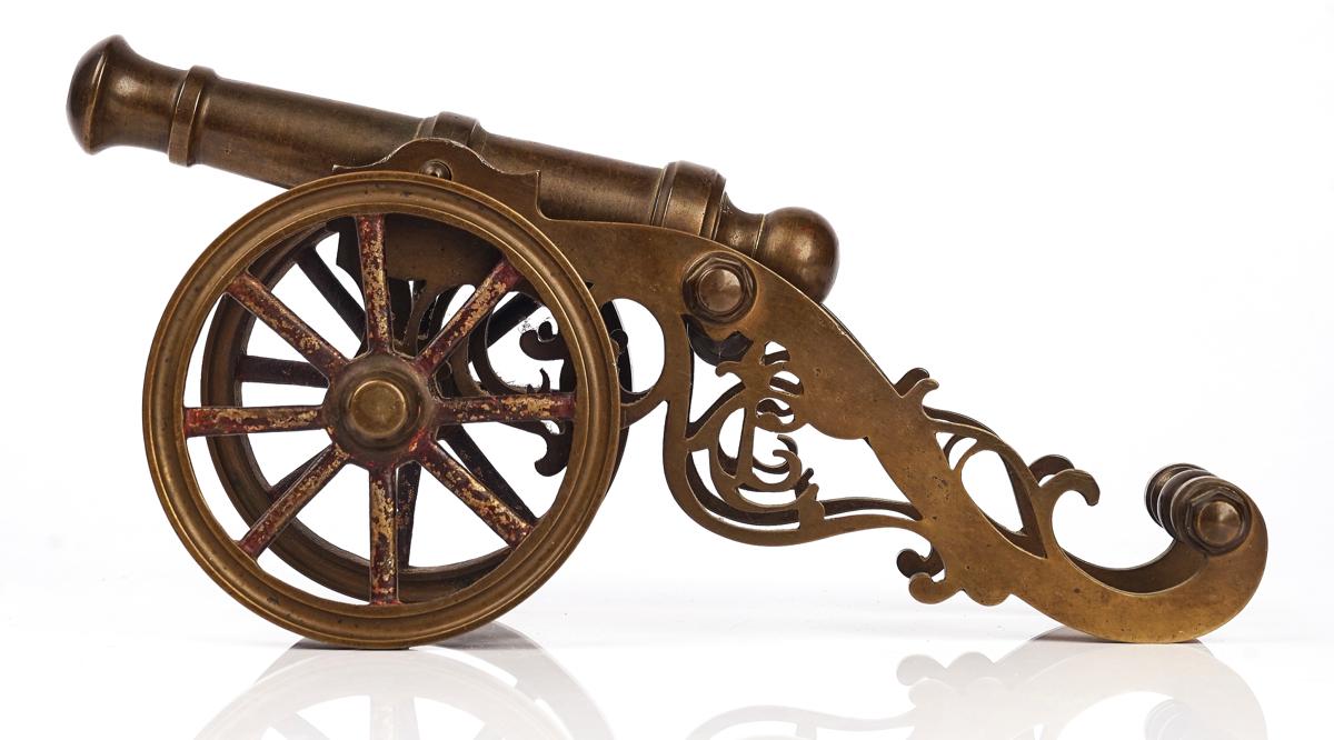 A BRASS MODEL OF A FIELD GUN - Image 3 of 7