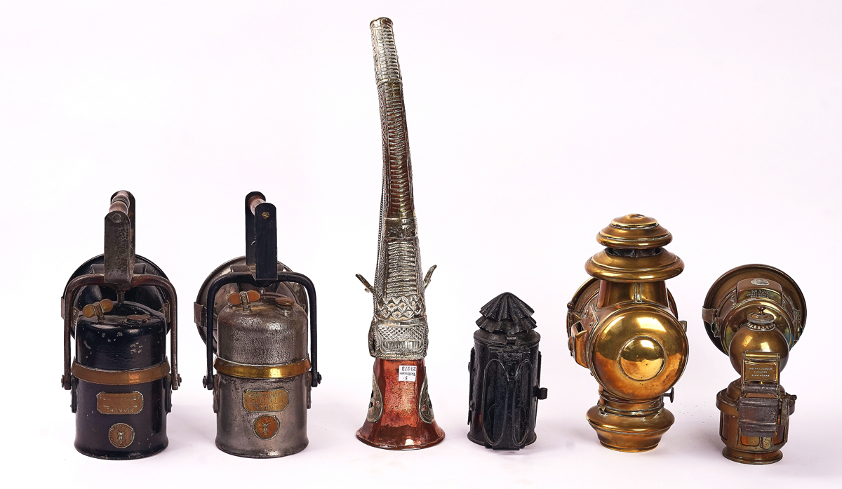 FIVE LAMPS AND A COPPER HORN (6) - Image 2 of 3