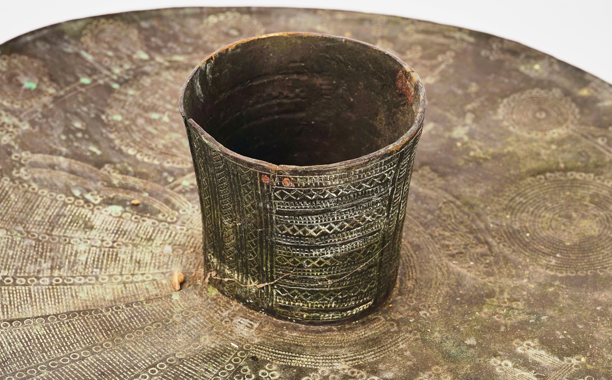 A PAIR OF NIGERIAN BRASS OGBA ANKLETS - Image 5 of 6