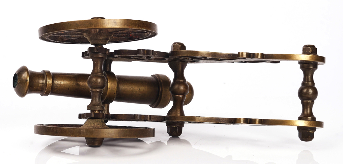 A BRASS MODEL OF A FIELD GUN - Image 6 of 7