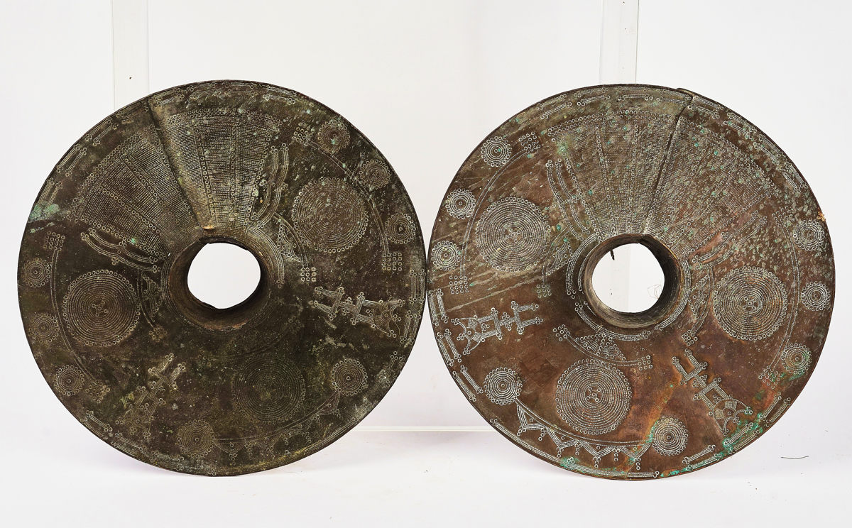 A PAIR OF NIGERIAN BRASS OGBA ANKLETS - Image 2 of 6