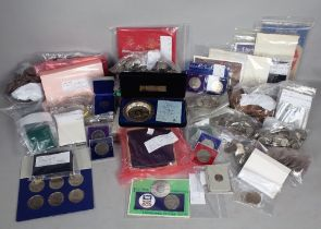 A LARGE QUANTITY OF ASSORTED COINS