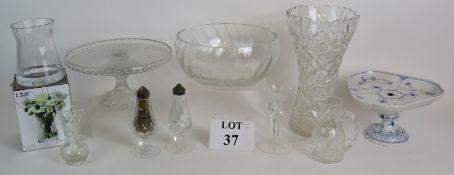 A Dartington glass fruit bowl, a pair of
