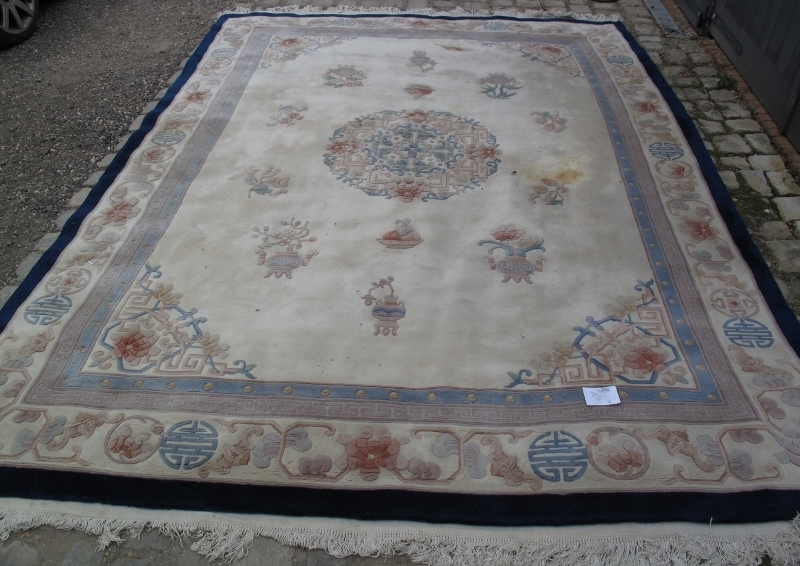 A large 20th century Chinese carpet on c - Image 2 of 6