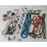 A quantity of mainly vintage jewellery t