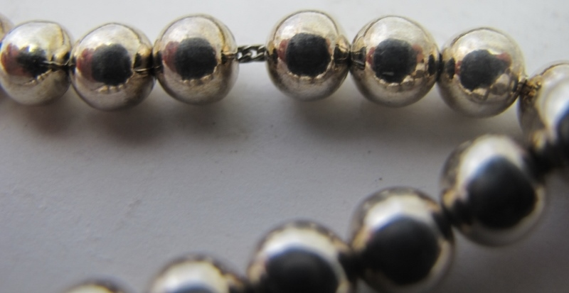 A white metal necklace consisting of a s - Image 4 of 4