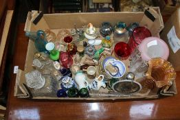 A BOX CONTAINING A SELECTION OF PREDOMINANTLY DOMESTIC GLASSWARE VARIOUS