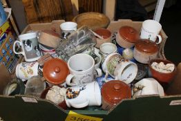 A BOX CONTAINING A SELECTION OF DOMESTIC POTTERY & GLASSWARE VARIOUS