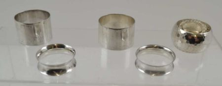 ELIZA FINCH A PAIR OF PLAIN SILVER NAPKIN RINGS, Chester 1947, together with a hammered effect