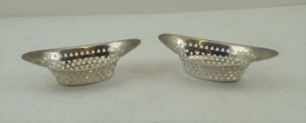 ATKIN BROTHERS A PAIR OF VICTORIAN SILVER BON-BON DISHES of pierced boat form, Sheffield 1895,