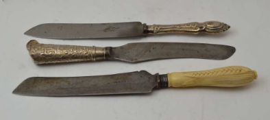 A 19TH CENTURY BREAD KNIFE with corn cob design handle, a Victorian silver handled breadknife with