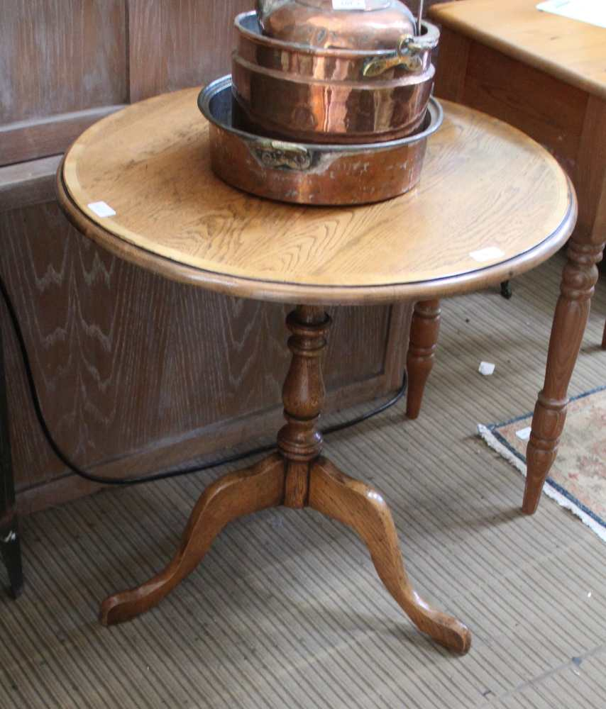 A PART 19TH CENTURY, LATER ADAPTED, CIRCULAR TOPPED OAK TABLE with yew wood crossbanding,