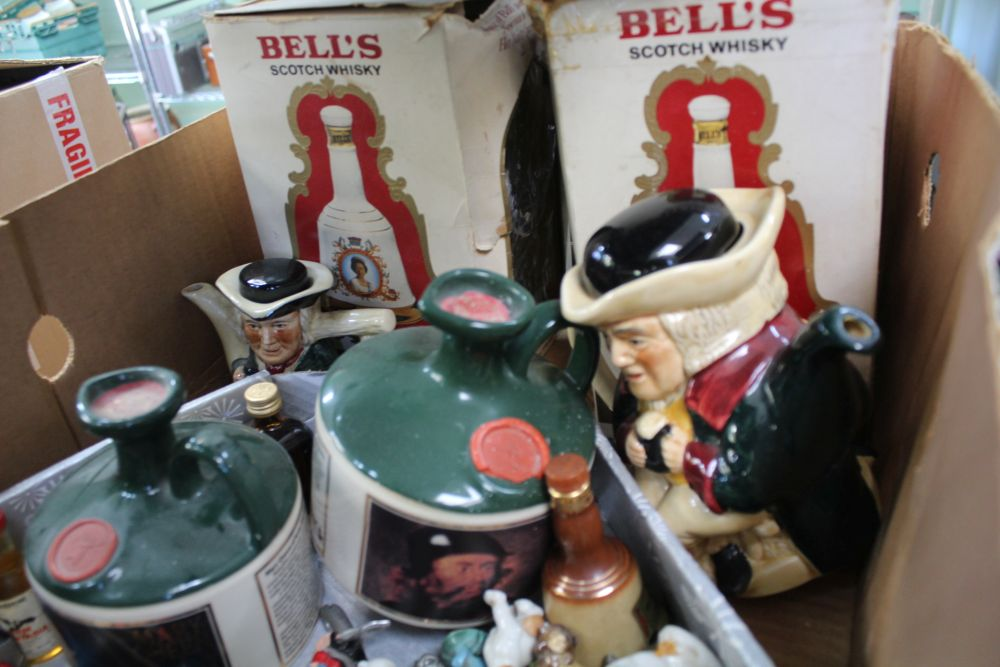 A BOX CONTAINING A SELECTION OF COLLECTABLE FIGURINES to include whisky decanters and similar items - Image 2 of 2