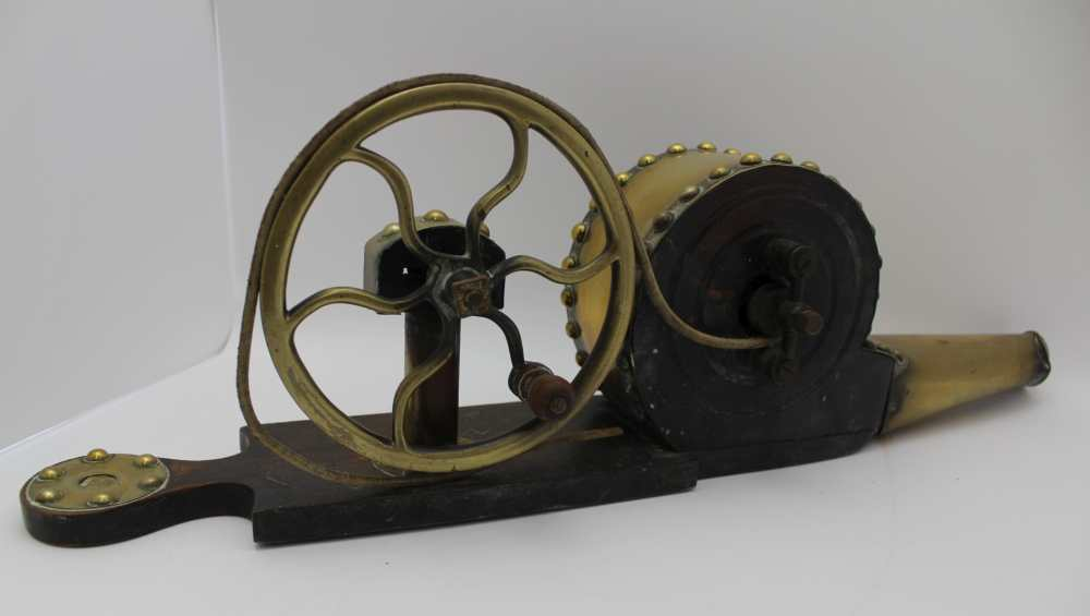AN IRISH MECHANICAL PEAT BELLOWS, brass and polished wood, c.1900, 59cm long - Image 2 of 4