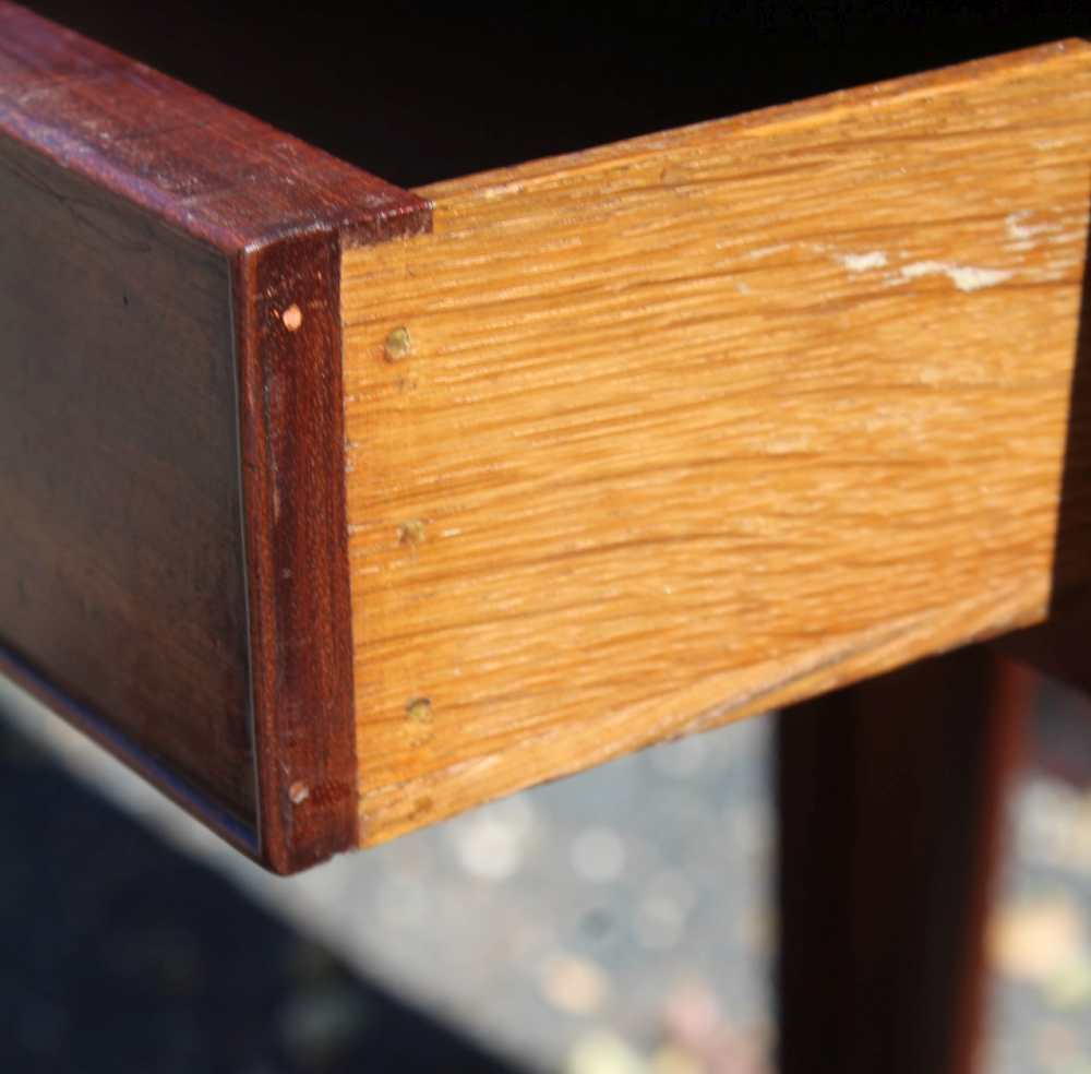 AN EARLY 19TH CENTURY PLAIN FORM FOLD-OVER TEA TABLE having reeded edge over single central - Image 5 of 7