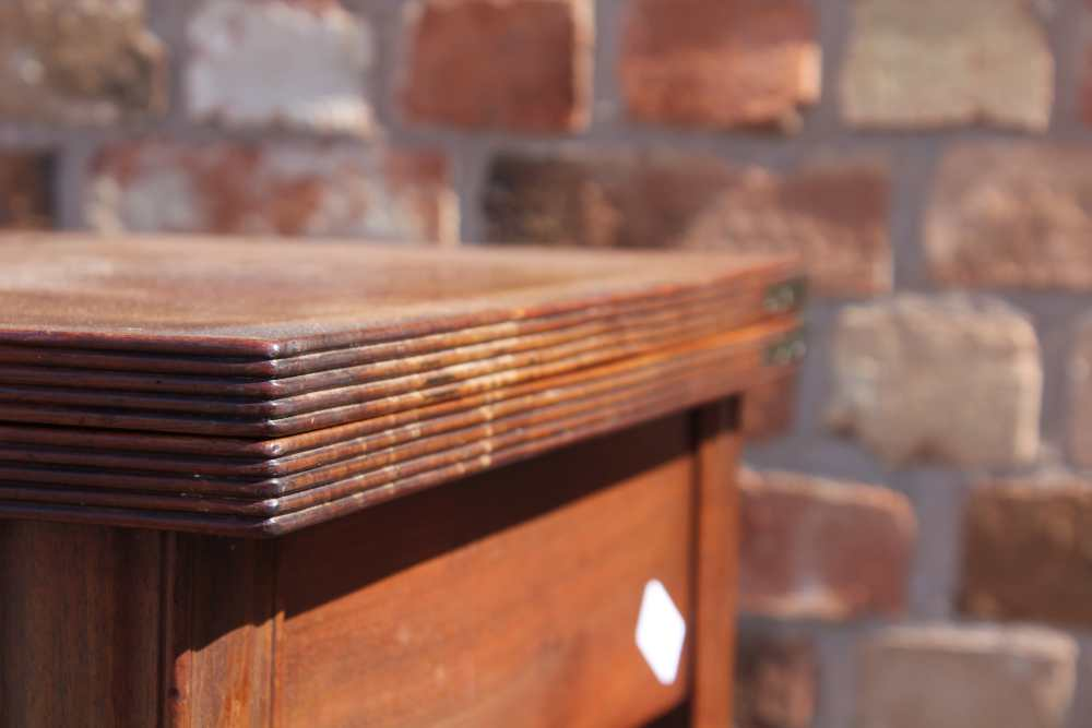 AN EARLY 19TH CENTURY PLAIN FORM FOLD-OVER TEA TABLE having reeded edge over single central - Image 3 of 7