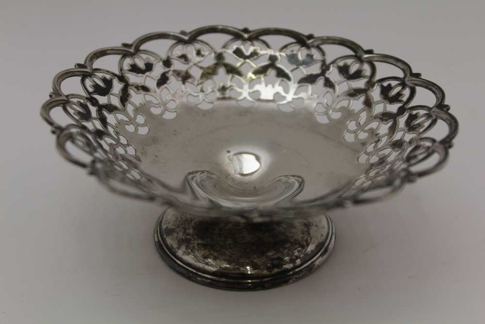 C.S. HARRIS AND SONS LTD. A SILVER JUG WITH HANDLE EITHER SIDE AND POURING LIP AT EITHER END, London - Image 5 of 8