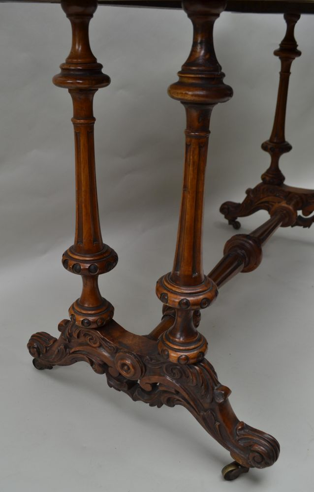 A 19TH CENTURY WALNUT FANCY SHAPED CENTRE TABLE having quarter veneered top, supported on four - Image 4 of 5