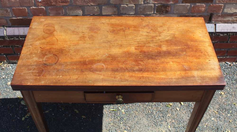 AN EARLY 19TH CENTURY PLAIN FORM FOLD-OVER TEA TABLE having reeded edge over single central - Image 2 of 7