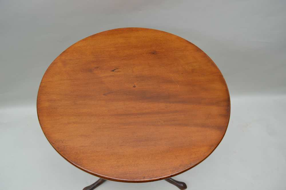 A 19TH CENTURY CIRCULAR TILT TOP TABLE on turned baluster column on three downswept legs, 72cm x - Image 3 of 3