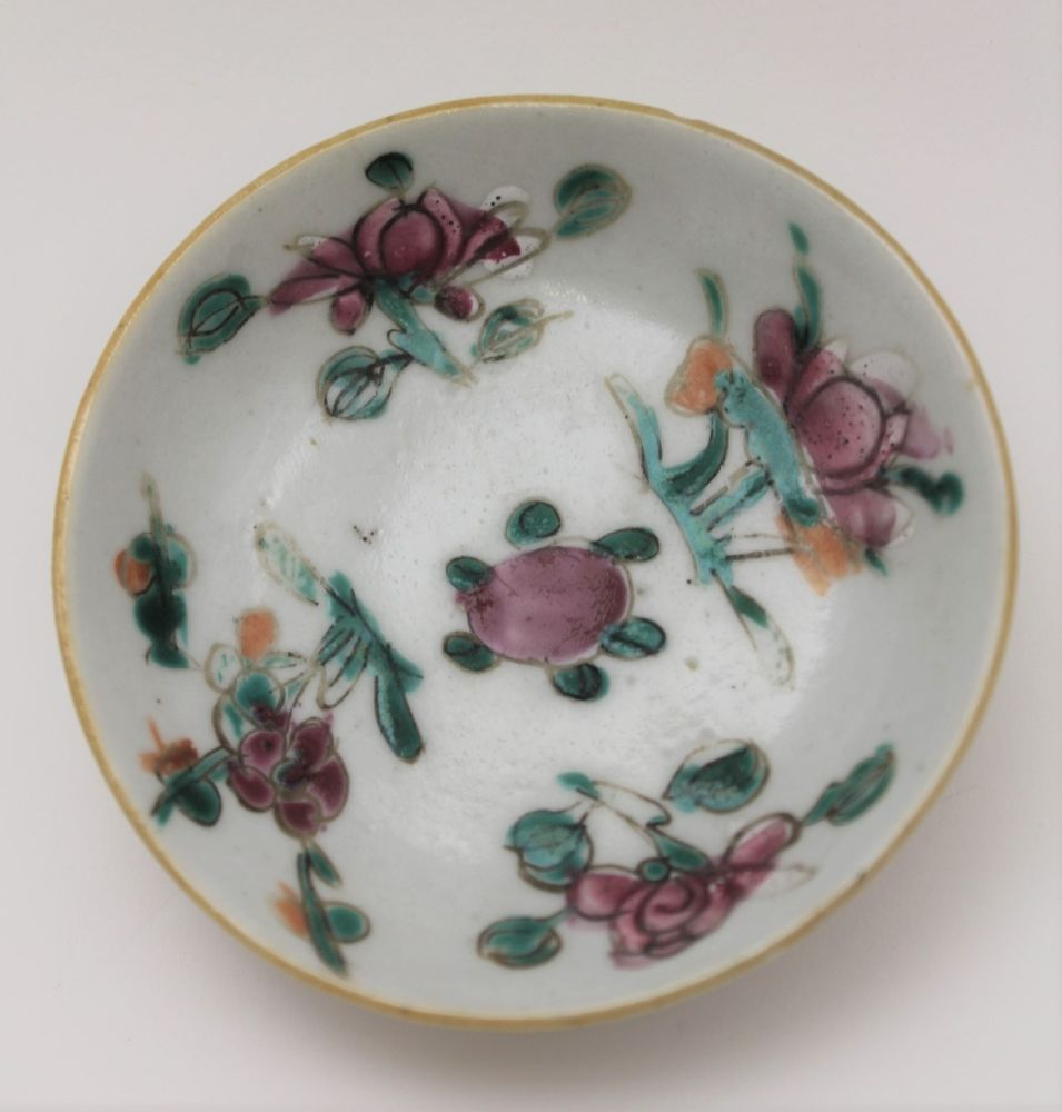 A COLLECTION OF ORIENTAL PORCELAIN WARES, to include lotus saucers with bowls, polychrome floral - Image 5 of 6