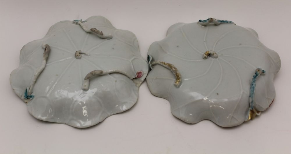 A COLLECTION OF ORIENTAL PORCELAIN WARES, to include lotus saucers with bowls, polychrome floral - Image 4 of 6