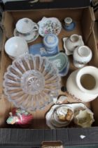 A BOX CONTAINING A SELECTION OF POTTERY to include Wedgwood & other leading brand names