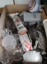 A BOX CONTAINING A VARIETY OF USEFUL DOMESTIC ITEMS