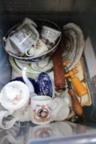 A BOX CONTAINING A SELECTION OF DOMESTIC POTTERY BOWLS & PLATES