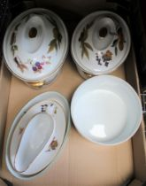 A BOX OF ROYAL WORCESTER EVESHAM oven to tableware's