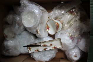 A BOX CONTAINING ROYAL ALBERT OLD COUNTRY ROSES TEAWARES
