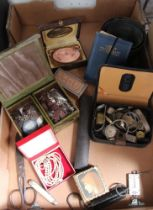 A SELECTION OF DOMESTIC COLLECTABLES to include costume jewellery